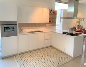 Cucina con penisola in laccato lucido bianca Orange a prezzo scontato