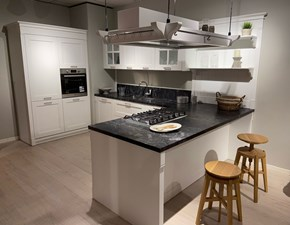 Cucina con penisola in laccato opaco bianca English mood a prezzo ribassato