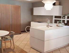 Cucina con penisola in laccato opaco bianca Forty5 a prezzo scontato