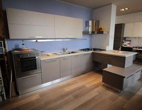 Cucina con penisola in legno a prezzo scontato