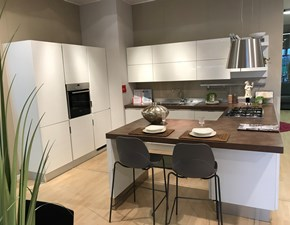 Cucina con penisola in legno bianca Scenery a prezzo scontato