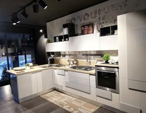 Cucina con penisola moderna Creativa Lube cucine a prezzo scontato