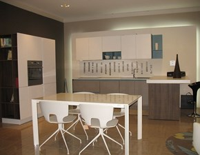 Cucina con penisola moderna Lain Euromobil a prezzo ribassato