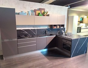 Cucina con penisola moderna Nita Creo kitchens a prezzo ribassato