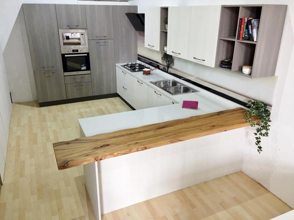 Cucina astra con penisola olmo bianco e grigio completa di - Top cucina quarzo ...