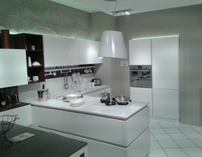 Cucina con penisola Oyster  silk bianco Veneta cucine con uno sconto del 47%