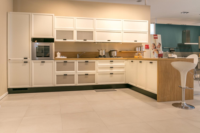 Cucina con penisola Scavolini modello Atelier scontata del 50% - Cucine a pre...