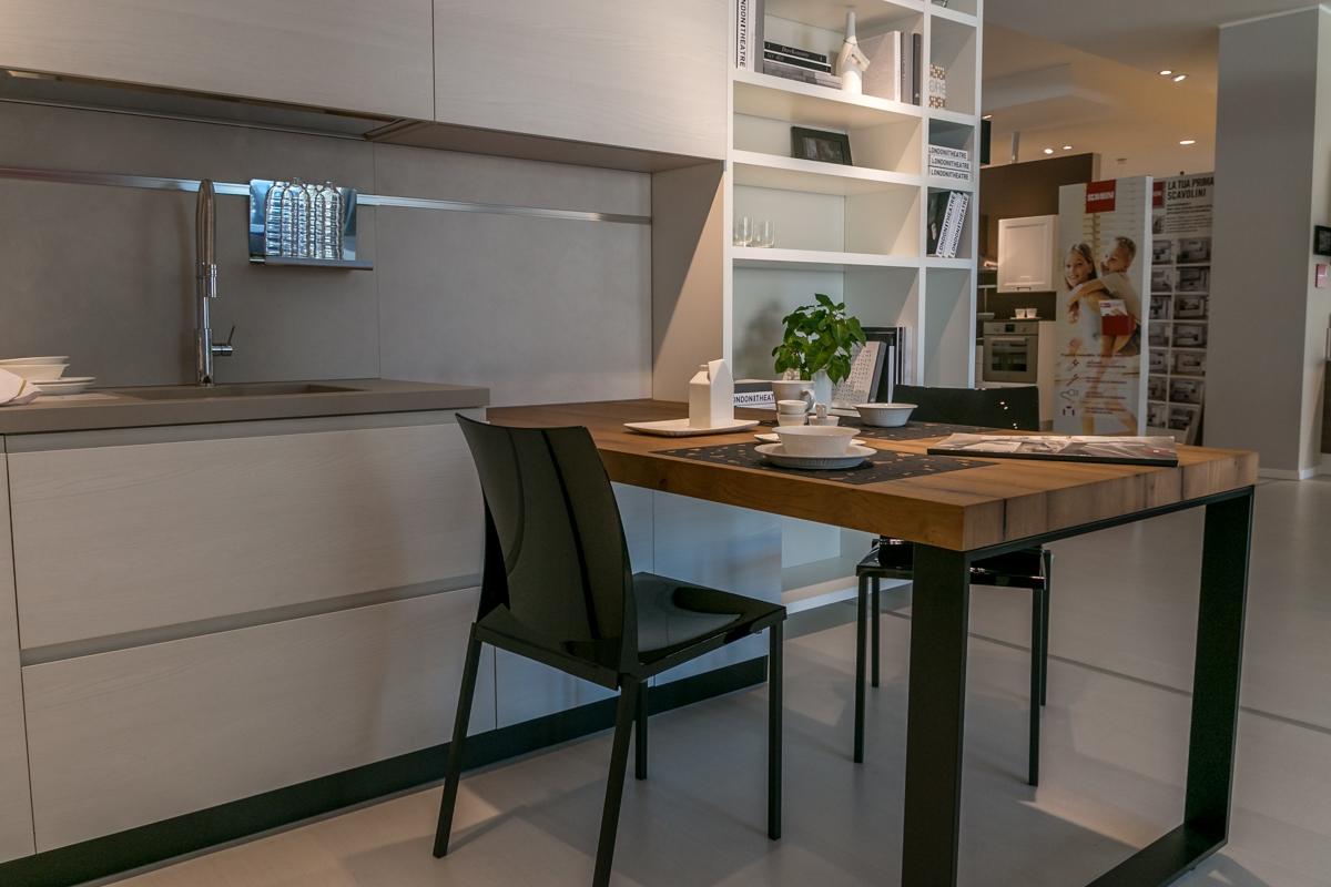 Cucina Con Elettrodomestici Bianchi : Cucina con penisola Scavolini ...