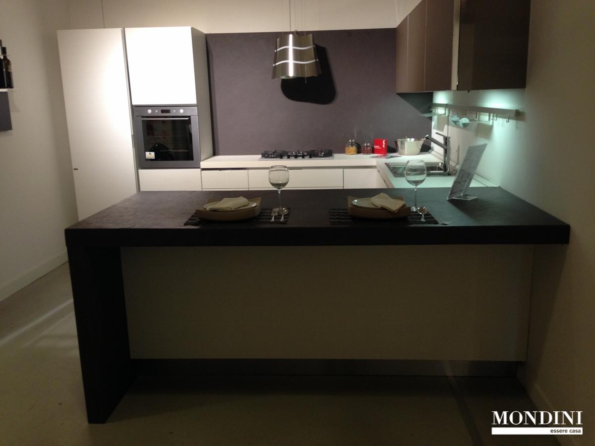 Cucina con penisola Scavolini modello scenery scontata del ...