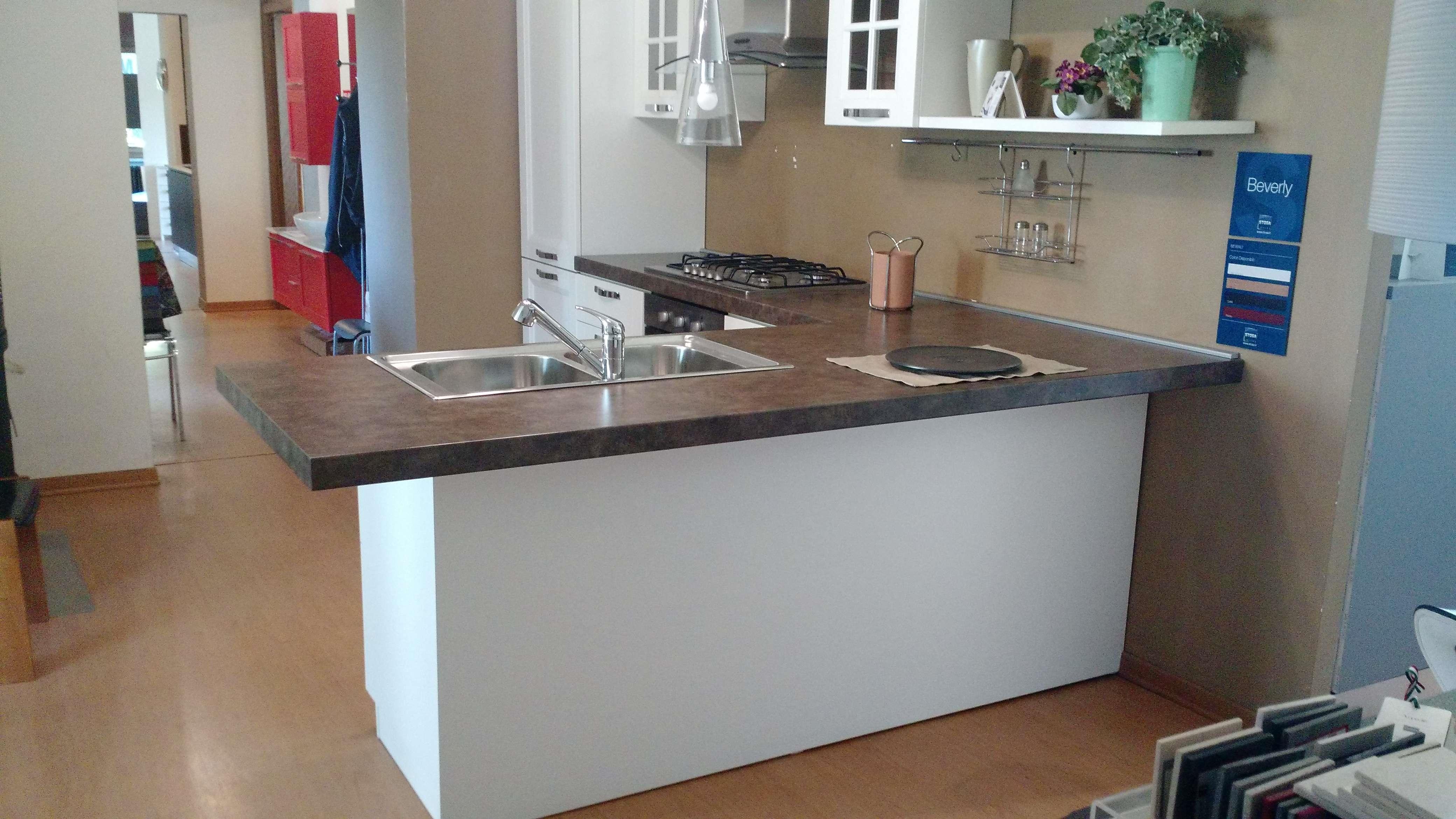 Bancone cucina con sgabelli excellent idee per sfruttare i mobili