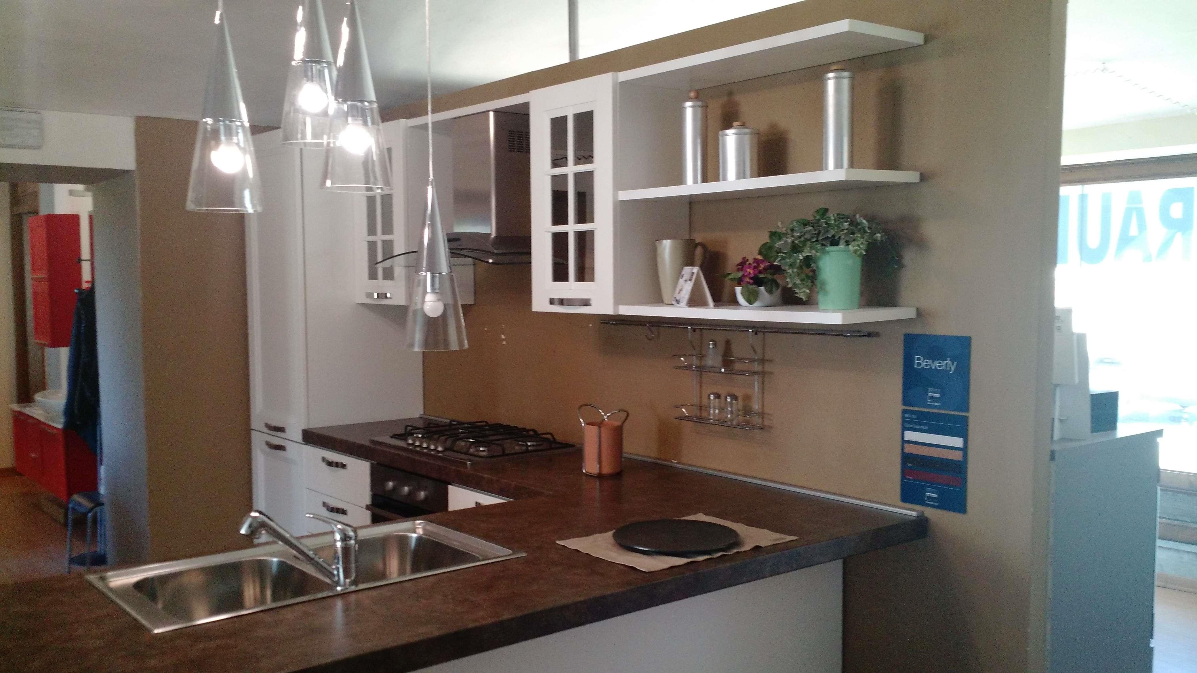 Cucina con penisola stosa scontata del 50 cucine a - Penisola cucina in muratura ...