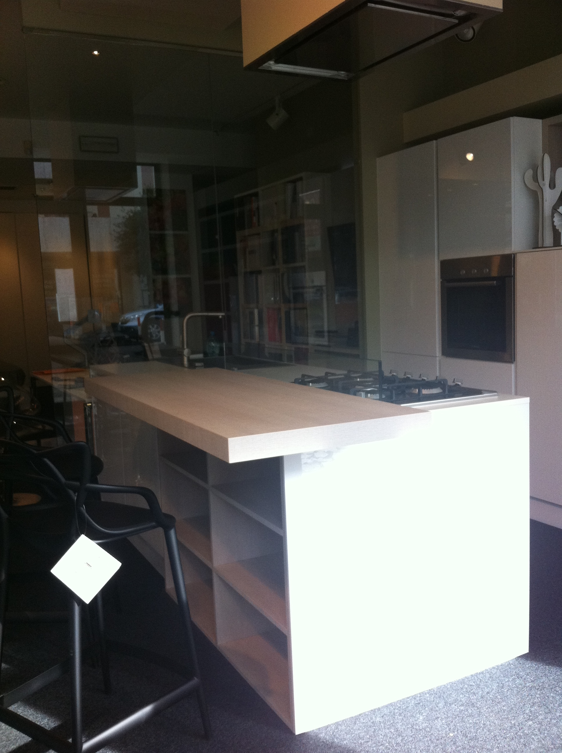 Cucina con penisola e zona libreria cucine a prezzi scontati for Libreria leroy merlin