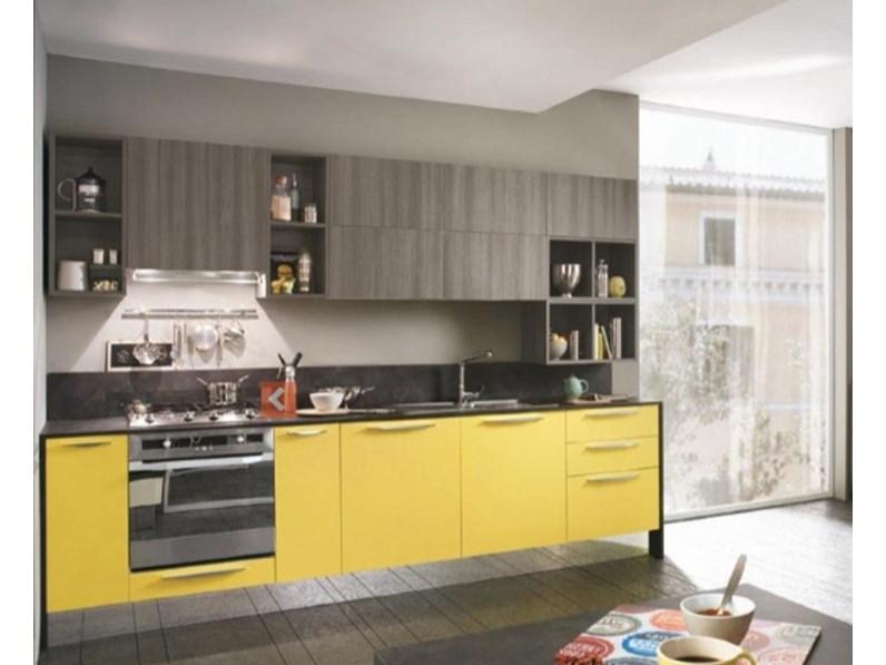 Cucina con pensili vasistas ed elettrodomestici in promozione - Disposizione elettrodomestici cucina ...