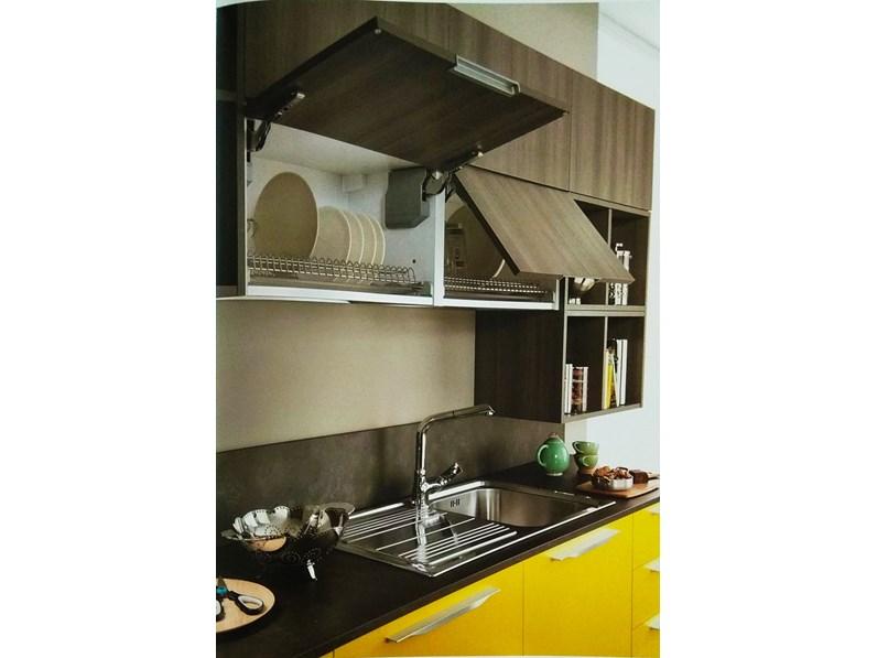 Cucina con pensili vasistas ed elettrodomestici in promozione - Pistoni vasistas cucina ...