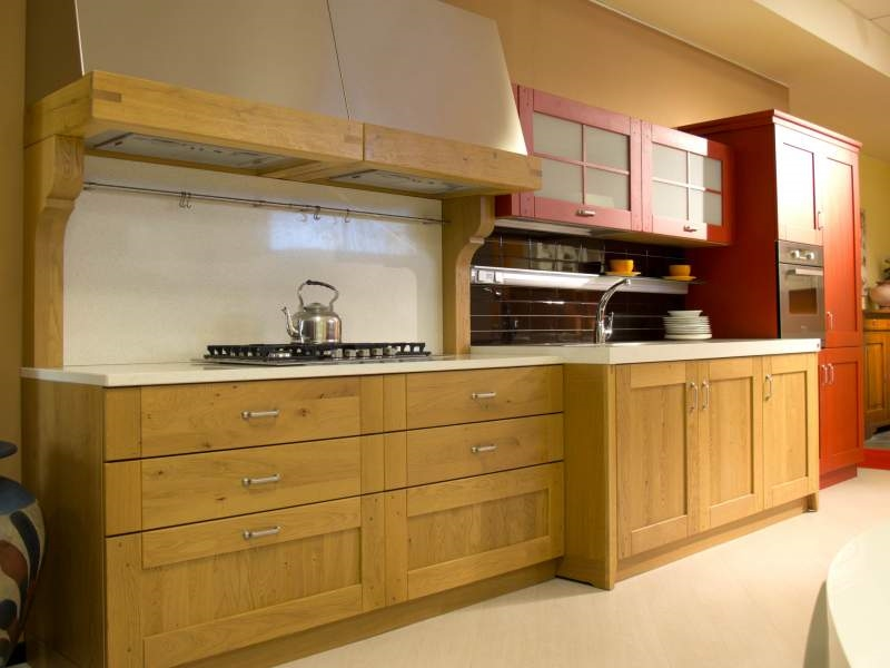 Cucina country mod clessidra rovere naturale e rosso cucine a prezzi scontati - Cucine in rovere ...