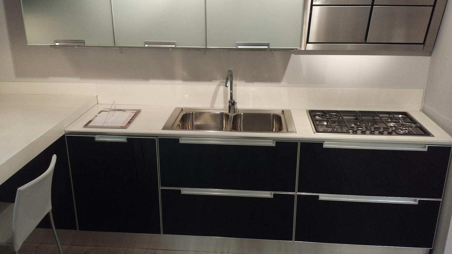 Cucina scavolini cucina crystal in vetro scavolini scontato del 47 cucine a prezzi scontati - Piano cucina quarzo ...