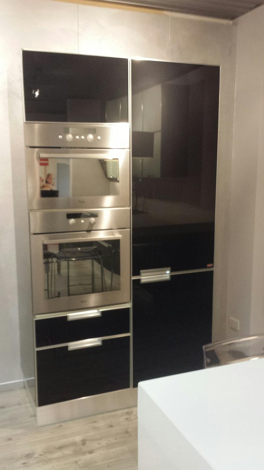 Cucina scavolini cucina crystal in vetro scavolini - Cucina frigo libera installazione ...