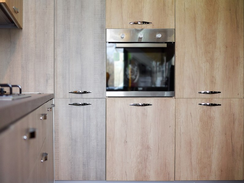 Cucina Cucina angolare con 4 colonne effetto legno moderna rovere chiaro ad  angolo Nuovi mondi cucine