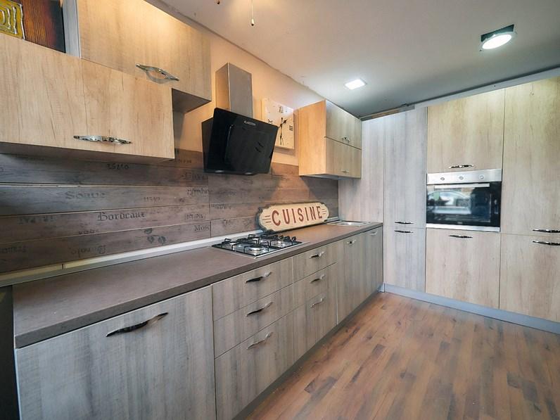 Cucina in legno massello per un design dinamico