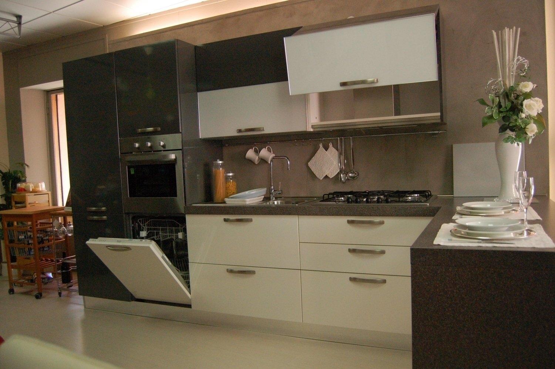 Cucina d 39 occasione cucine a prezzi scontati for Outlet arredamento milano e provincia