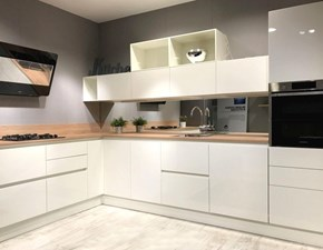 Cucina design ad angolo Scavolini Evolution a prezzo scontato
