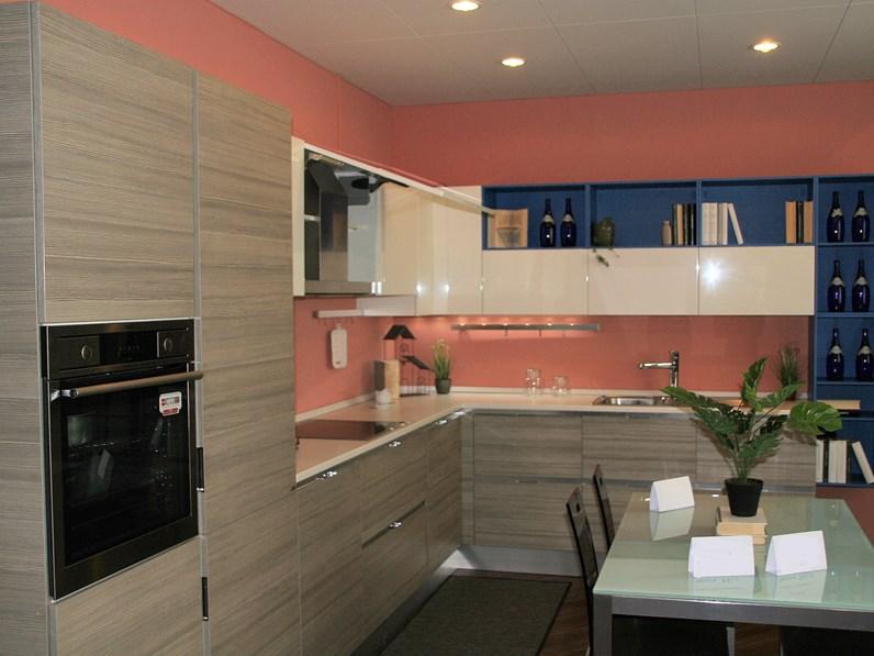 Cucina design ad angolo Scavolini Mood a prezzo scontato