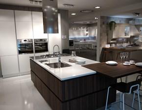 Cucina design ad isola Veneta Cucine Ri-flex Oyster a prezzo scontato