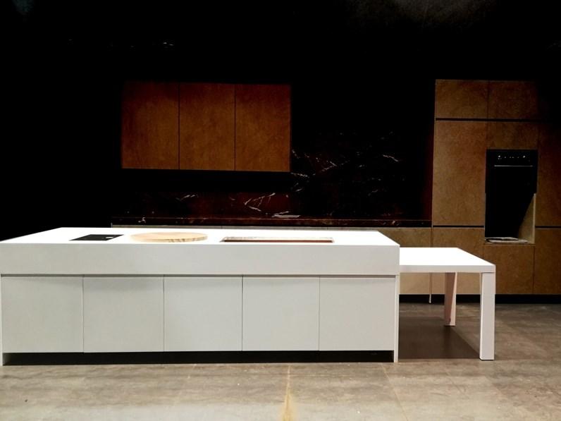 Cucina design bianca elmar cucine ad isola el 01 in for Cucine outlet design
