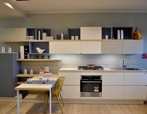 Cucina design bianca Scavolini con penisola Foodshelf inside scontata