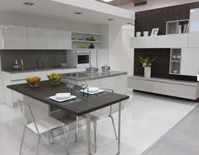 Cucina design con penisola Mobilegno Mia a prezzo ribassato