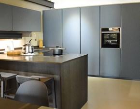 Cucina design grigio Cesar con penisola Maxima 2.2 in offerta