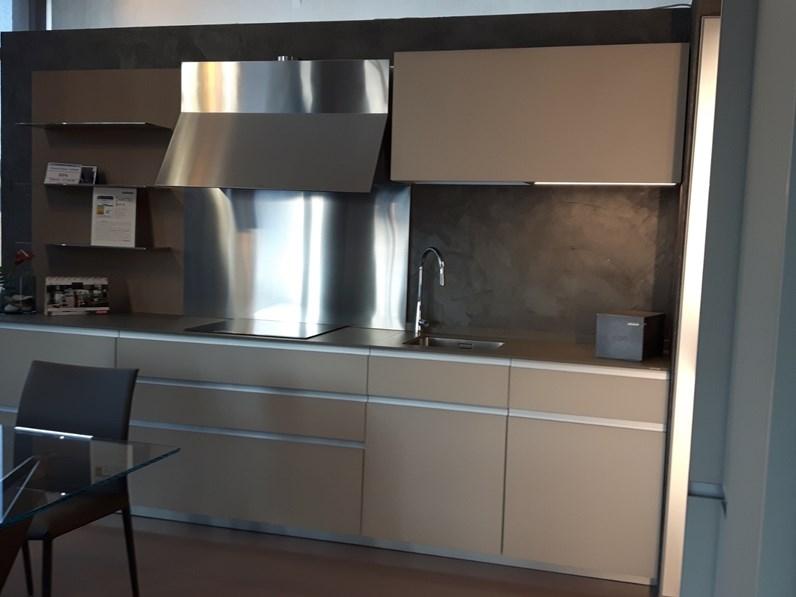 Cucina design lineare ernestomeda icon a prezzo ribassato - Prezzo cucine ernestomeda ...