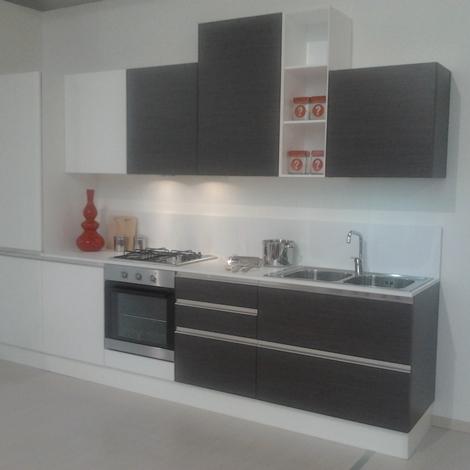 Cucina di 330 cm in offerta cucine a prezzi scontati for Cucine di marca in offerta