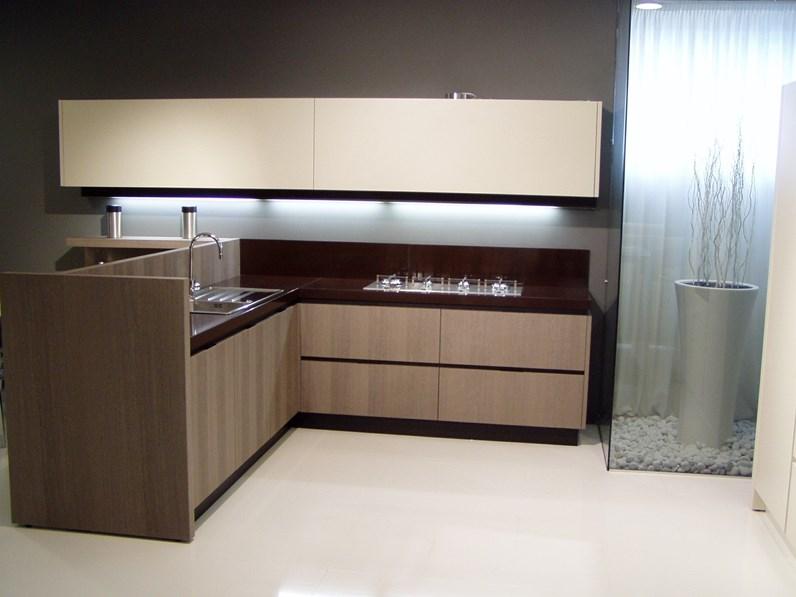 Cucina di design con penisola rovere moro sbiancato e piano quarzo cioccolato in offerta speciale - Cucina rovere sbiancato e bianco ...