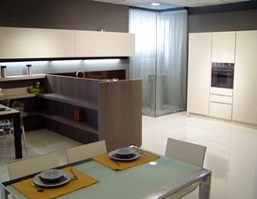 Cucina di design con penisola: rovere moro sbiancato e piano quarzo cioccolato in Offerta Speciale