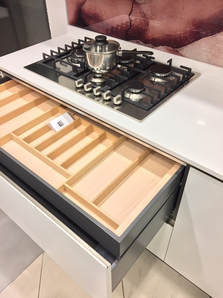 Cucina dibiesse bianca a isola top quarzo elettrodomestici fascia alta cucine a prezzi scontati - Cucine fascia alta ...