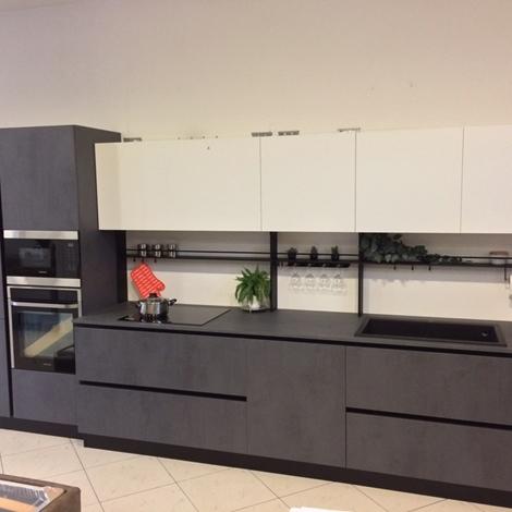 Cucina Dibiesse effetto cemento grigio scuro e bianco opaco con elettrodomestici - Cucine a ...