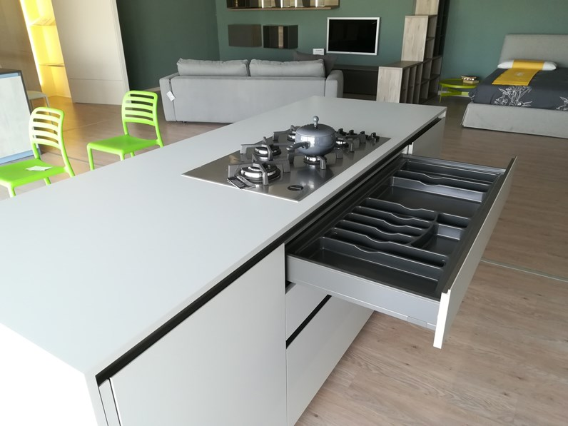 Cucina dibiesse modello play con isola in offerta outlet for Cucina isola offerta