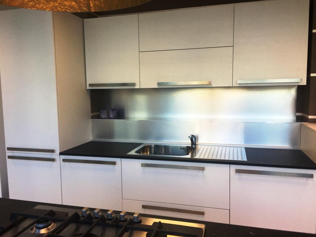 Cucina doimo cucine laccato poroaperto moderne laccate - Prezzi doimo cucine ...