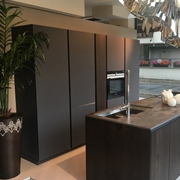 Cucina Doimo moderna Design New Aspen  anta in vetro scontata del 43 %