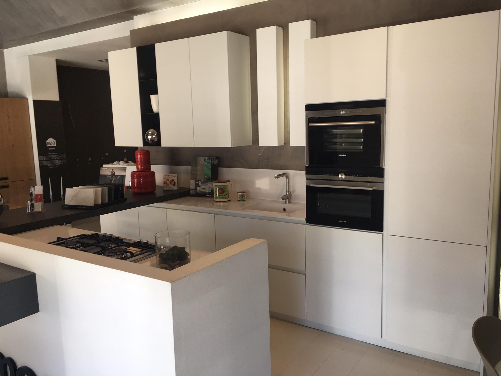 Cucine moderne con isola prezzi cool cucina veneta cucine - Cucina isola prezzi ...