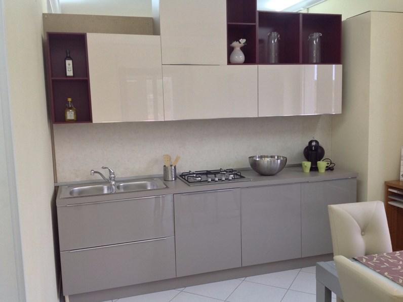 Cucina doppia parete 150+270 cm in stile moderno con elettrodomestici