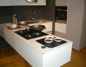 Cucina Effe.ti cucine design con penisola bianca in laccato opaco Segno
