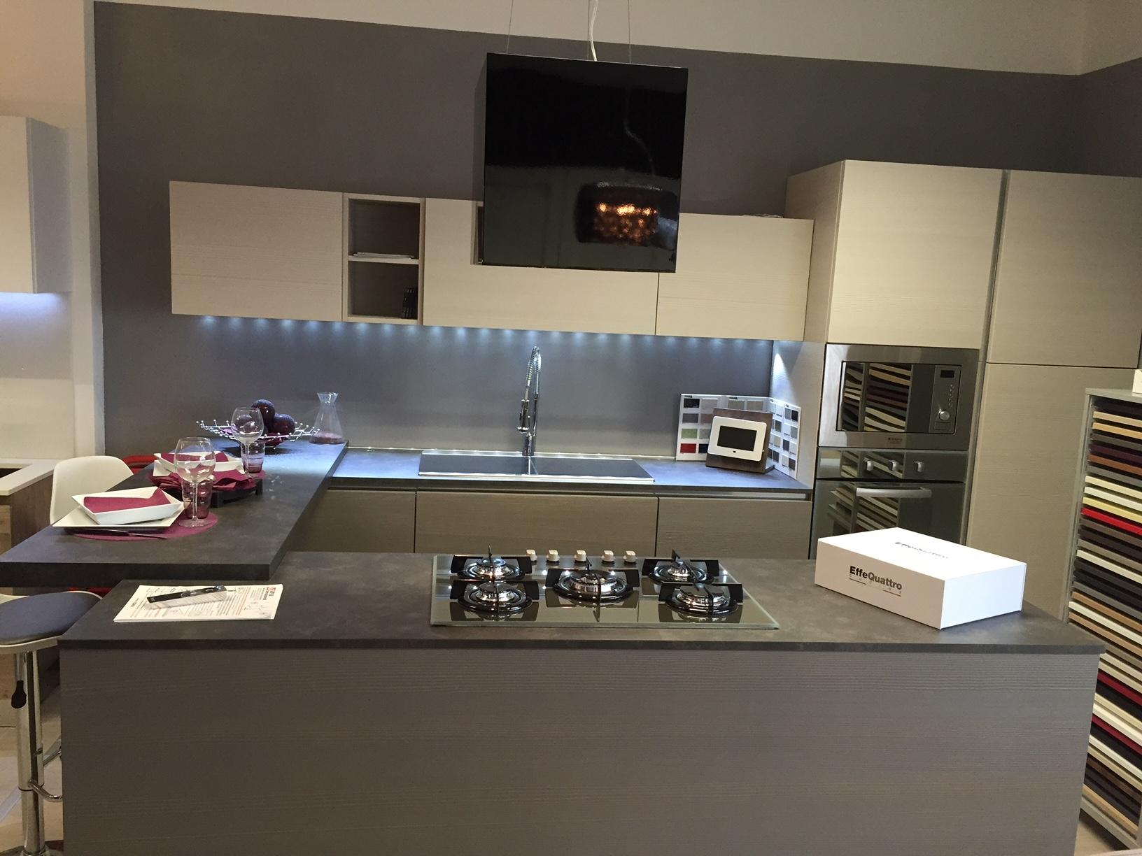 Cucina effe4 moon moderna legno grigio gola cromo cucine for Cucina moderna prezzi