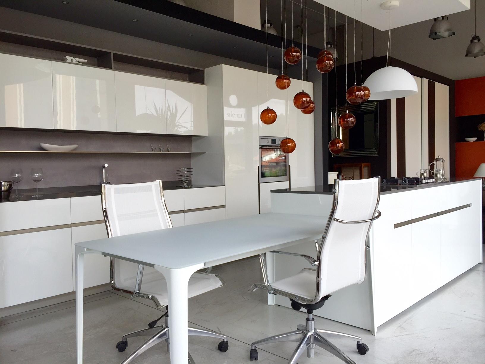 Cucina elmar modello home design laccato lucido bianca - Cucine in cemento ...