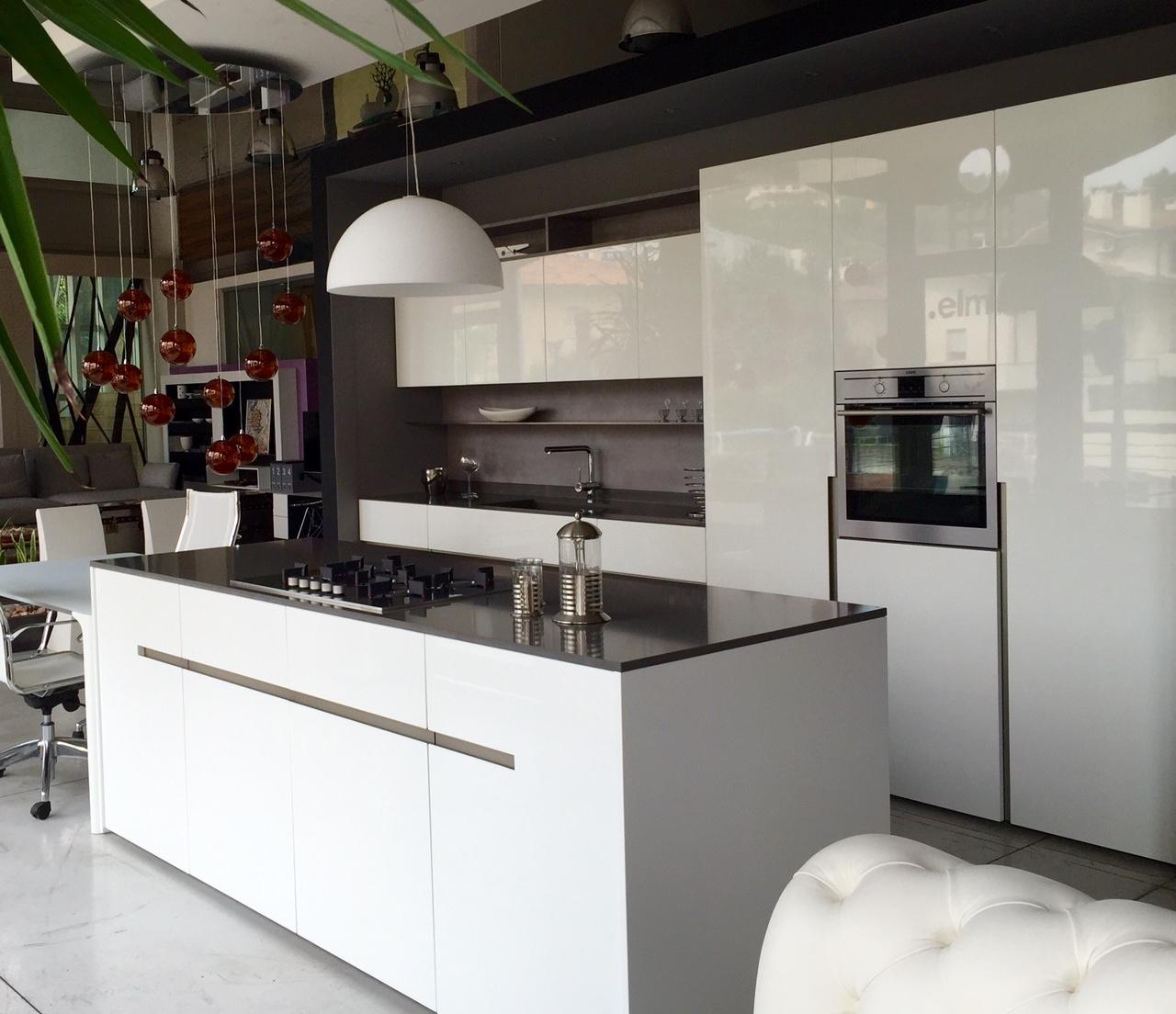 Cucina elmar modello home design laccato lucido bianca for Mensola laccata bianca