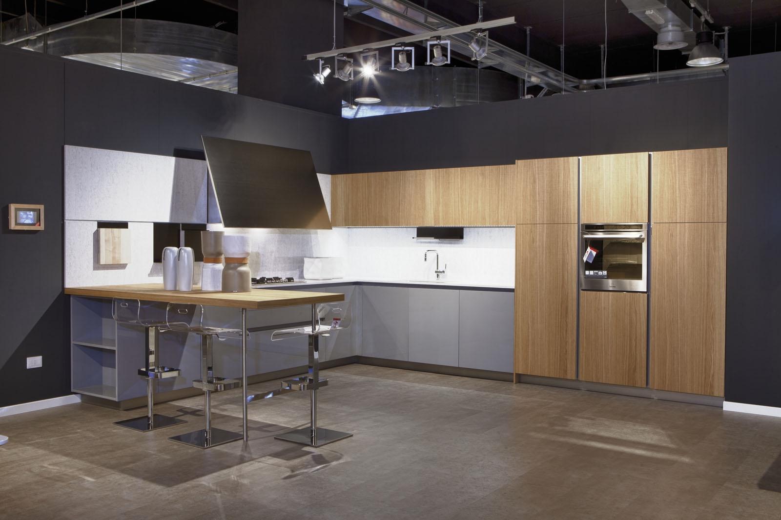 Elmar cucine cucina slim design legno rovere chiaro - Cucina nera legno ...