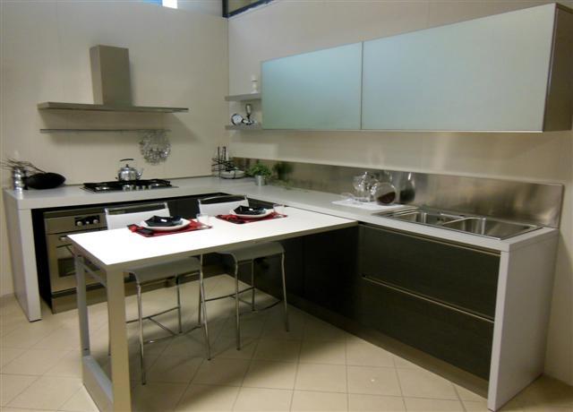 Cucina elmar mod fly cucine a prezzi scontati for Cucina con tavolo estraibile