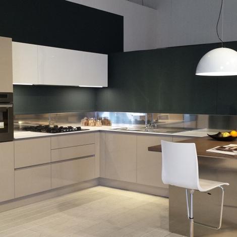 Cucine moderne bianche e rosse cucina moderna laccata - Cucina bianca e tortora ...