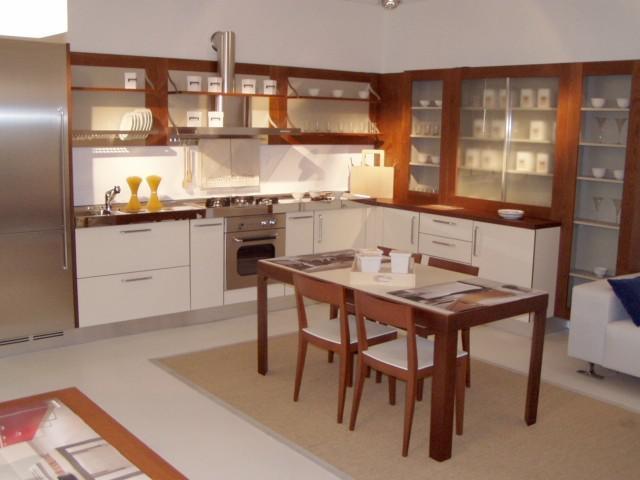 Cucina Ernestomeda Flute ciliegio e bianca, top acciaio - Cucine a ...